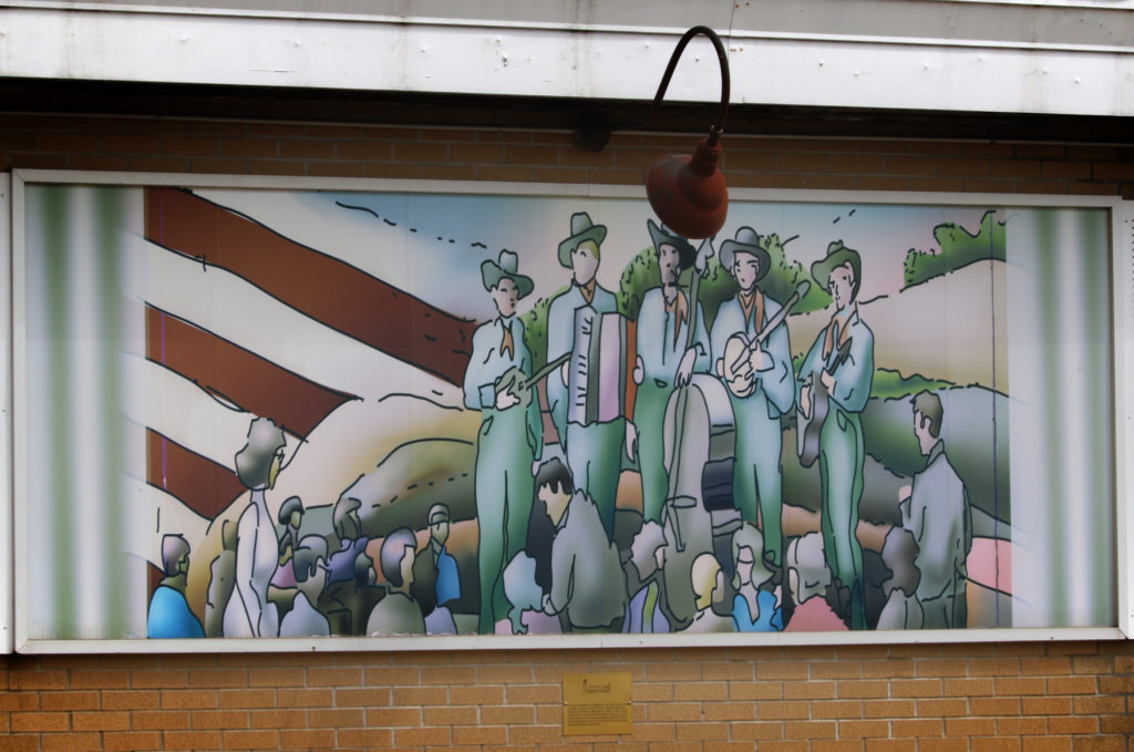 Illinois Playboys mural depicting 5 men performing on stage.